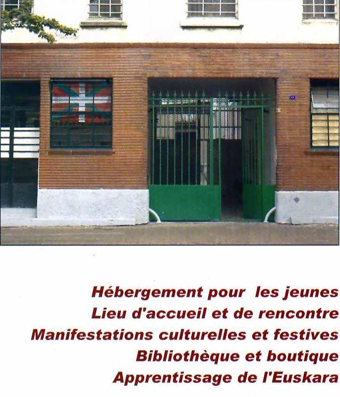 La maison basque simple vente appartement ahetze uac for Algues rouges piscine